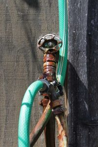 leaking-tap-with-hose